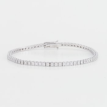 Tennisarmband med briljantslipade diamanter.