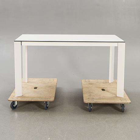 "Caronni & bonanomi, a ""every + grid"" dining table for desalto 21st century."