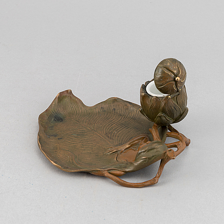 An art nouveau patinated bronze inkwell, first half of the 20th century.