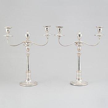 Kandelabrar, ett par, försilvrad koppar, England, 1800-talets andra hälft.
