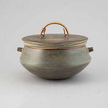 Carl-Harry Stålhane, a lidded stoneware bowl, Rörstrand, 1959.