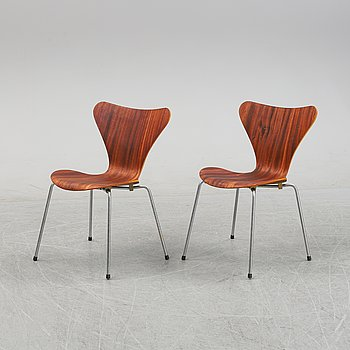 Arne Jacobsen, a set of two mahogany 'Series 7' chairs, Fritz Hansen, Denmark.