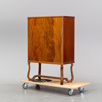 A 1940's mahogany cabinet from Reiners Möbelfabrik.