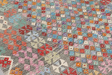 A carpet, kilim, 292 x 210 cm.