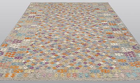 Matta, kelim, 350 x 256 cm.