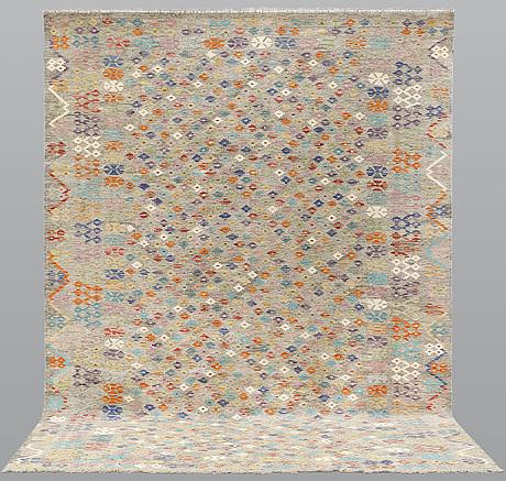 Matta, kelim, 341 x 256 cm.