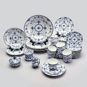 Tableware Muselmalet 33 dlr Royal Copenhagen  porcelain 20th century.