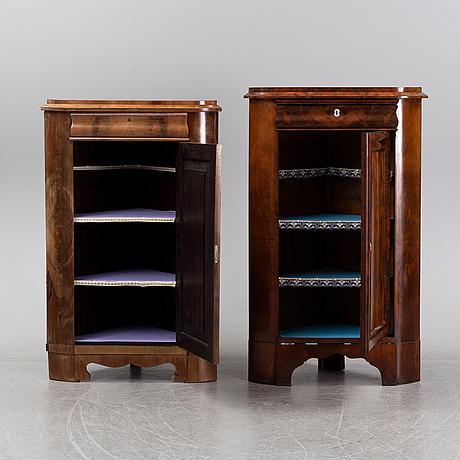 Hörnskåp, två stycken, 1800-talets mitt.