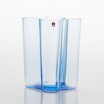 Alvar Aalto, A 125th anniversary vase, signed Iittala 1881-2006.