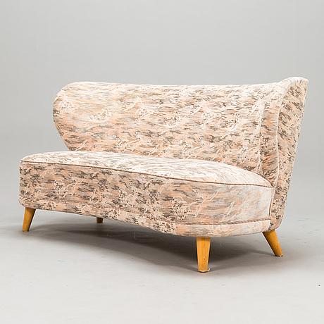A mid-20th-century  sofa.