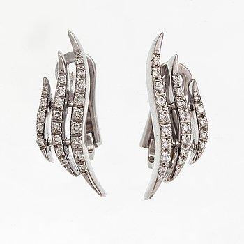 Örhängen, 18K vitguld, diamanter ca 0.30 ct tot. Italien.
