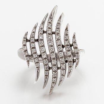 Sormus, 18K valkokultaa, timantteja n. 0.60 ct yht. Italia.