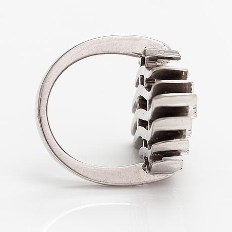 Ring, 18k vitguld, diamanter ca 0.60 ct tot. italien.