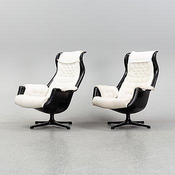 Alf Svensson & Yngvar Sandström, a pair of 'Form 8'/'Galaxy' easy chairs, Dux, 1970's.