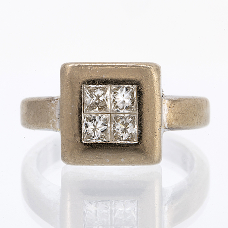 Ring 18k whitegold with 4 princess-cut diamonds approx 0,50 ct in total, size 49.