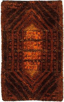 Terttu Tomero, A Finnish long pile rug for Neovius. Circa 204x122 cm.