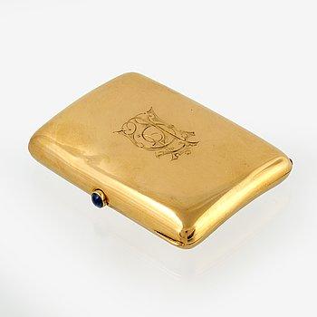 A 18 carat gold cigarette case from G Dahlgren & Co, Malmö 1912.