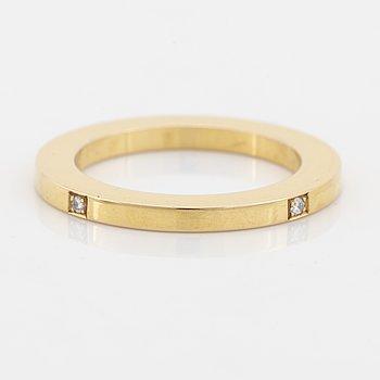 Efva Attling, 18K gold and brilliant cut diamond ring.