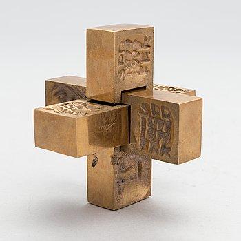 Laila Pullinen, sculpture/medal, bronze, signed LP, numbered 3898.