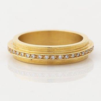 Efva Attling, 18K gold brilliant cut diamond ring.