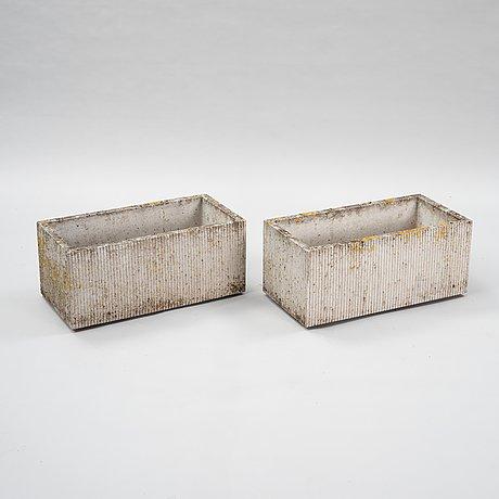 Stina lindholm, a pair of conpemporary concrete flower pots, skulpturfabriken.