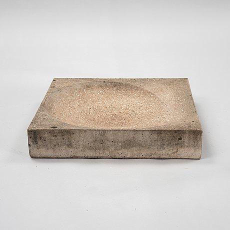 Stina lindholm, a contemporary concrete bird bath, 'snäckabad', skulpturfabriken.