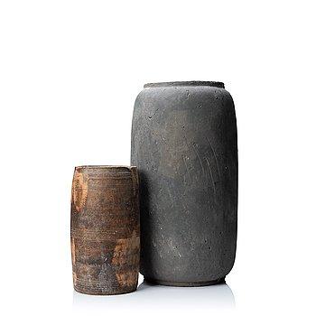 Floor vase, painted ceramic and vase, wood.