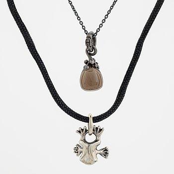 """Ole Lynggaard, two pendants  """"my friend"""" and """"sweet drops"""". Silver chain samt tygkedja med silveravslut från OLe L."""