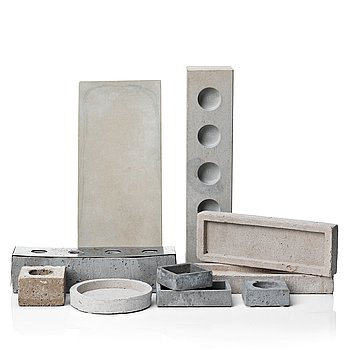 A mixed lot, 10 pcs contemporary concrete plates and candle-holders.