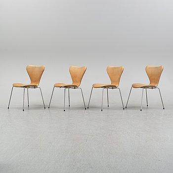 """Arne Jacobsen, stolar, 4 st, """"Sjuan"""", Fritz Hansen, 1900-talets andra hälft."""