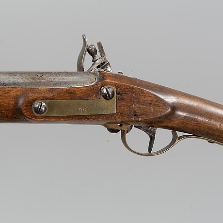 Flintlåsgevär svenskt, m/1815 med bajonett.