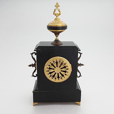 Pöytäkello, 1800-luvun toinen puolisko.
