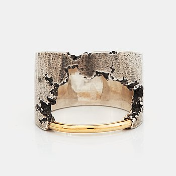 A Tobias Wistisen silver and gold ring.