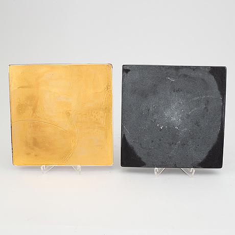 Two art glass tiles by åsa jungnelius for kosta boda, signed.