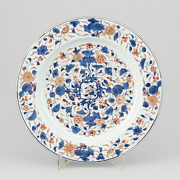 An imari serving dish, Qing dynasty, 18th Century.