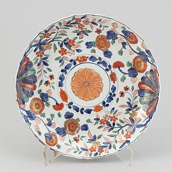 A imari verte dish, Qing dynasty, 18th Century.