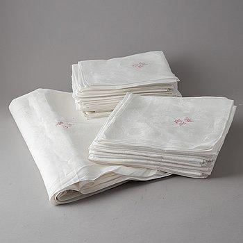 A tablecloth and napkins, 40 pcs., linen damask. The tablecloth ca 347 x 195  cm.