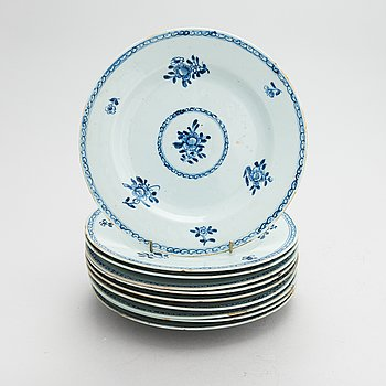A set of 10 blue and white plates, Qing dynasty, Qianlong (1736-95).