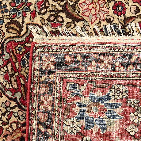 An antique isfahan carpet ca 204x144 cm.
