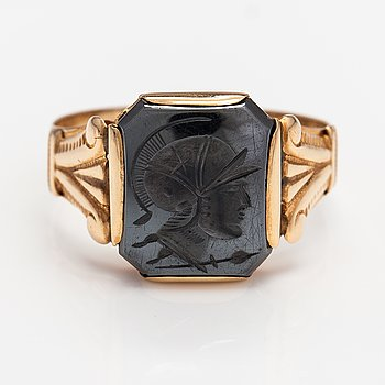 A 14K gold ring with a carved hematite. Vladimir Diomin, Helsinki 1952.