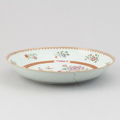 A famille rose serving dish, qing dynasty, qianlong (1736-95).