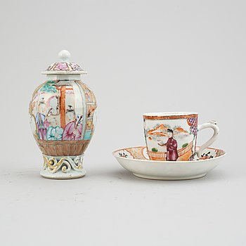 Three famille rose export porcelain objects, Qing dynasty, Qianlong (1736-95).