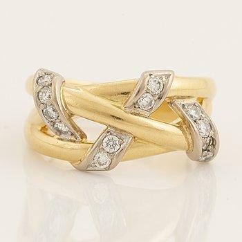 An 18K gold Engelbert ring set with round brilliant diamonds.