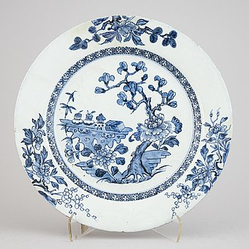 A Chinese blue and white dish, Qing Dynasty, Qianlong (1736-1795).