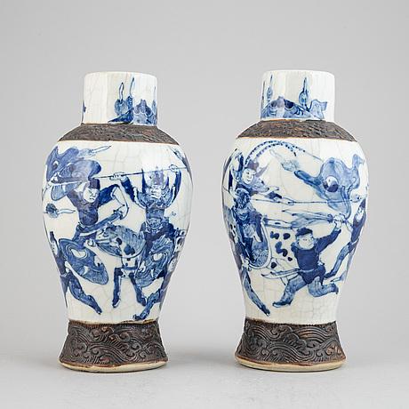 Vaser, ett par, kina, 1900-talets första hälft.