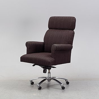 A padded swivel office chair, end of the  20th Century.
