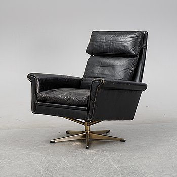 A 1960's leather upholstered swivel lounge chair.