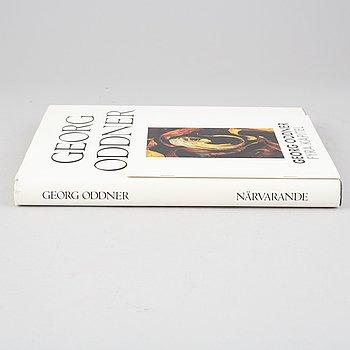 "Georg Oddner, the book ""Närvarande"" and 1 catalogue."