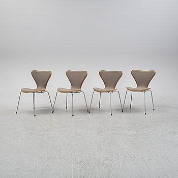 "Arne Jacobsen, stolar, 4 st, ""Sjuan"" för Fritz Hansen, Danmark, 1990."