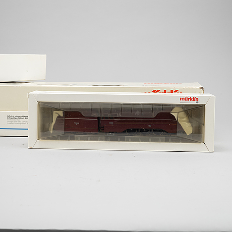Märklin, electical engines and traincars, h0 in boxes.